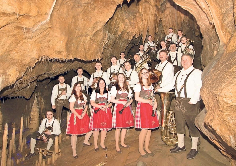 Quetschenmusik, Alpenrock, Oldies und Tanzmusik: Kein Stadlfest ohne die Trachtenkapelle Hohenmirsberg. Abends spielt außerdem das Gipfeltrio. Foto: red