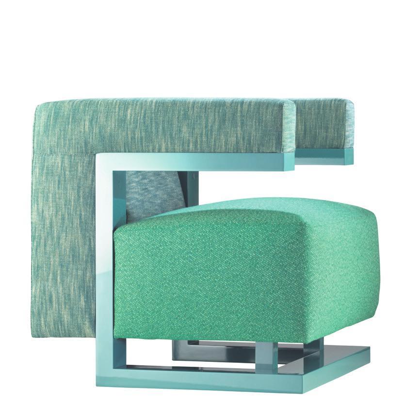 Philippe Nigro hat den trendigen, mit korallenrotem Bouclé-Stoff überzogenen Sessel «Philéas» entworfen.