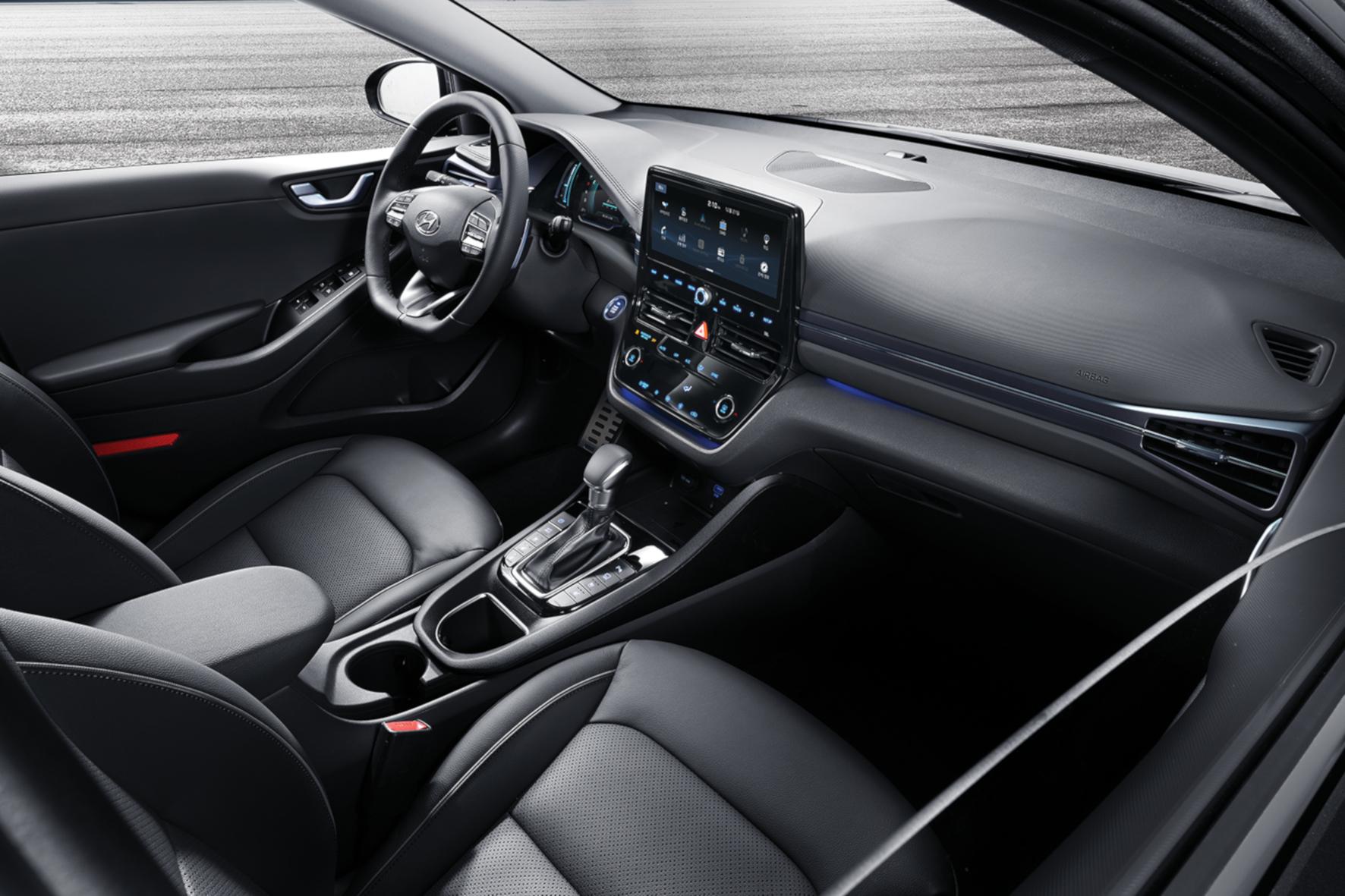 Attraktiv gestaltet und leicht bedienbar: Die Armaturen des Hyundai Ioniq