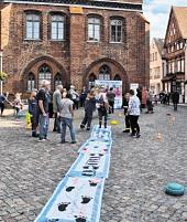 Mitmachaktion auf dem Kirchplatz.. FOTO: ZAPLO