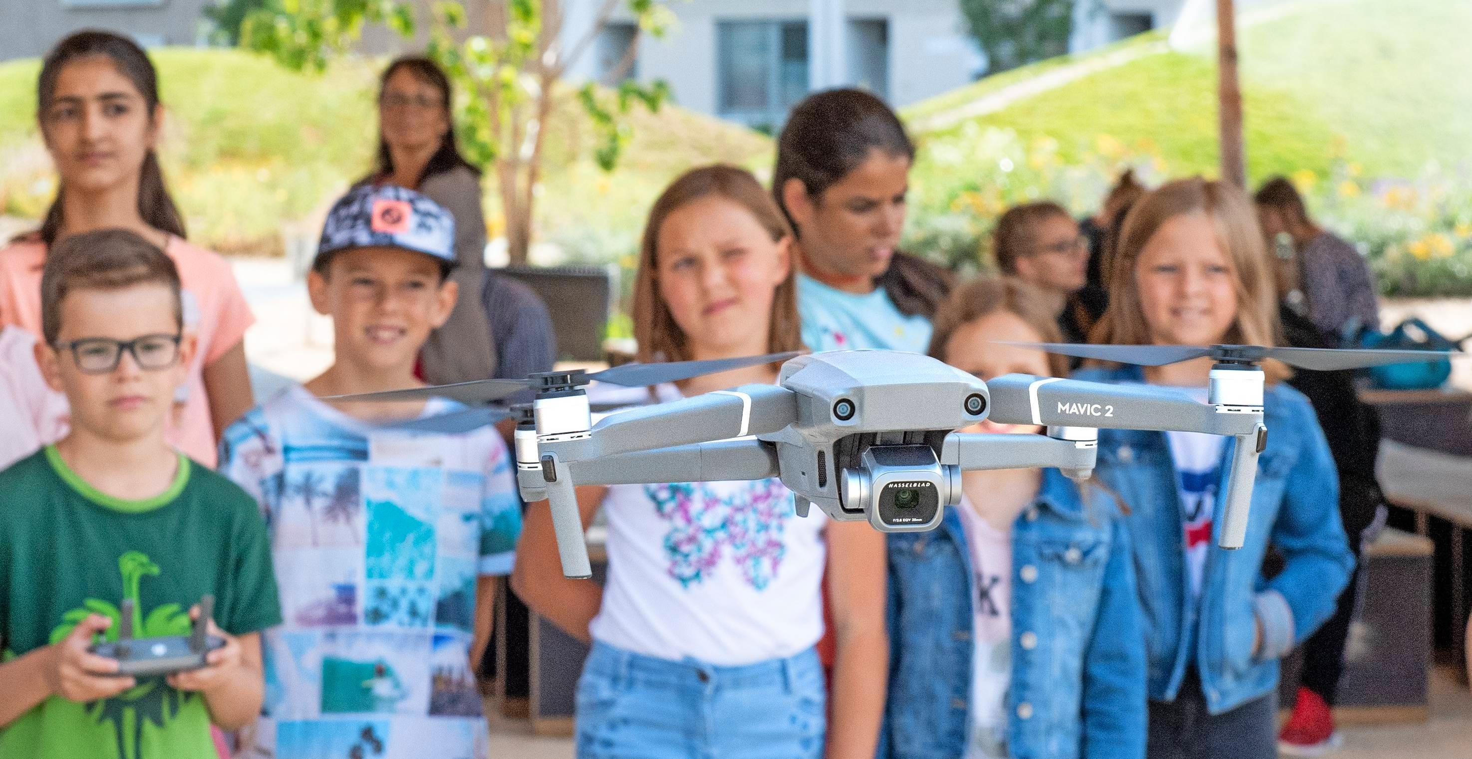 Mit der Drohne der Stimme-Videoproduktion haben Schüler aus vier Klassen beim Bunten Klassenzimmer das Gelände der Bundesgartenschau von oben betrachtet. Foto: Archiv/Berger