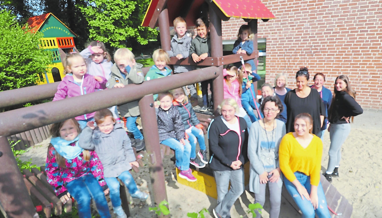 Team und Kinder freuen sich jetzt auf die Aktivitäten zum Jubiläum in der kommenden Woche. Foto: Guido Kratzke
