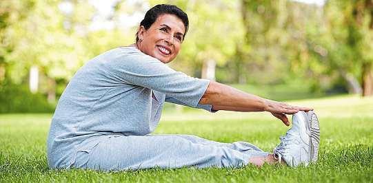 Füße brauchen regelmäßiges Training und eine gute Hautpflege, damit sie vorzeigbar und gesund bleiben. Foto: djd/Wörwag Pharma/Colourbox/Monkey Business Images