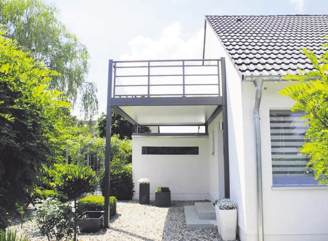 Der Wetterschutz passt sich optimal an das Einfamilienhaus in Hannover an.