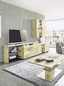 Da Holz ein natürlicher und inhomogener Werkstoff ist, gleicht kein Brett und keine Lamelle der anderen. FOTO: IPM/WIMMER WOHNKOLLEKTIONEN