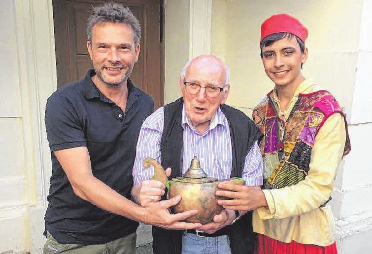 Beim diesjährigen Rutentheater haben sich diese drei Herren im Konzerthaus getroffen, die alle schon einmal im Rutentheater Aladin gespielt haben. Von links: Michael Niederer, Leonhard Maylein und Luis Janitschek. FOTO: PRIVAT