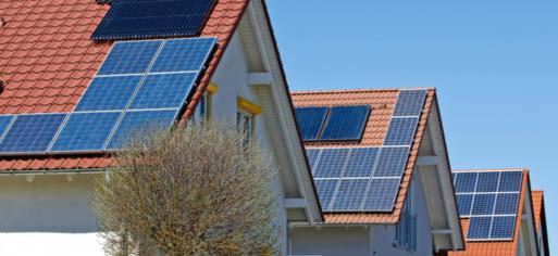 Solarthermie- oder Photovoltaikanlagen dürfen oft nicht die gesamte Dachfläche einnehmen. Foto: Eberhard/stock.adobe.com