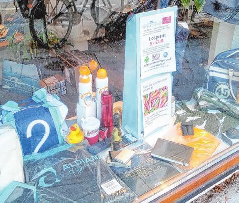Die Preise werden im Schaufenster des Reisebüros ausgestellt Foto: wb