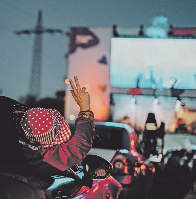 Kneipen zu, Karneval abgesagt? Nicht für die fünfdrei-Eventagentur, sie boten Karnevalsveranstaltungen im Auto an Bild: Katharina Sterl