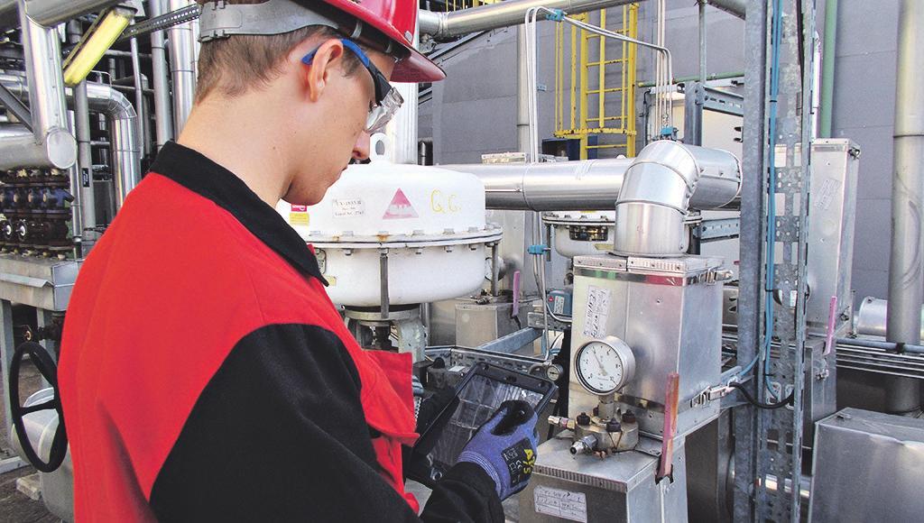 Sicherheit geht vor: Die Arbeiter überprüfen umgehend die Anlagen.Bild: von Hoensbroech/Shell
