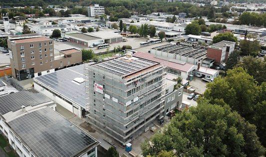 Das Bild zeigt den großen Neubau in der Bismarckstraße 134, der im Februar 2021 bezugsfertig ist.