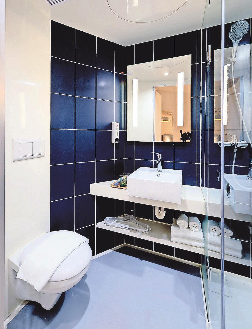 Ebenerdige Duschen sind in kleinen Badezimmern besonders praktisch.