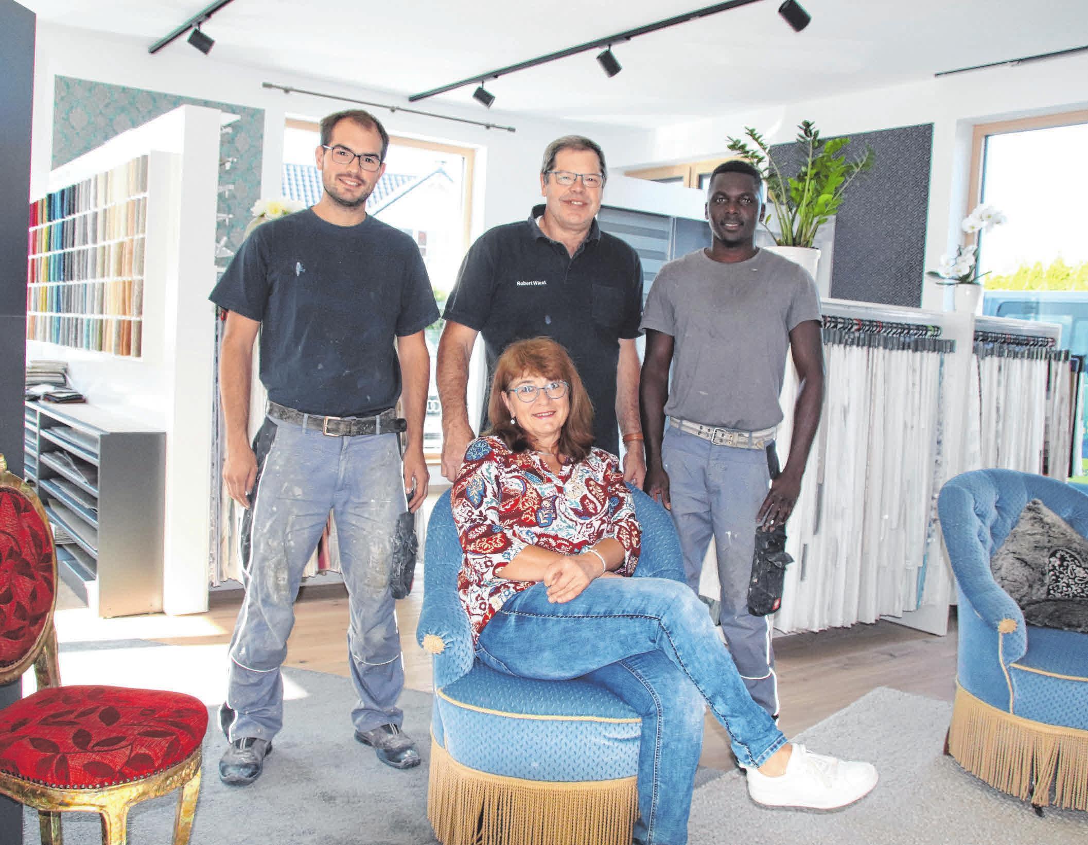 Sie sorgen für Ideen und einen reibungslosen Ablauf: v.l. Thomas und Robert Wiest, Ebrima Gaye und Anita Wiest (vorn). FOTO: MARKUS