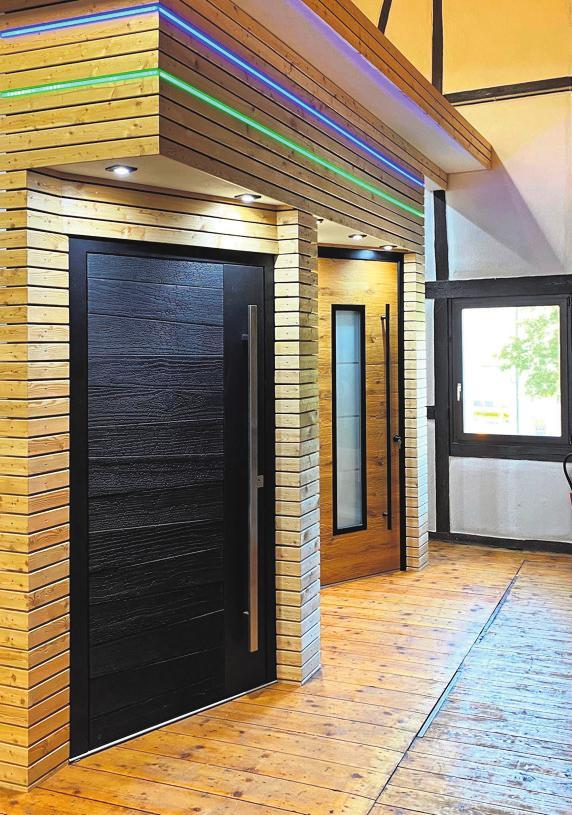 Moderne Türen treffen auf den Charme einer alten Scheune.