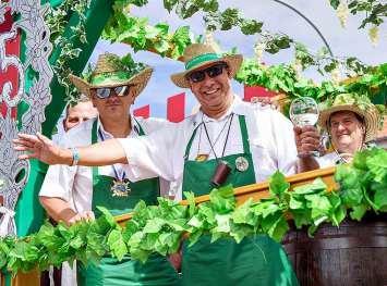 Winzerfest Impressionen aus Freyburg. FOTOS: HELLFRITZSCH (3)/DPA