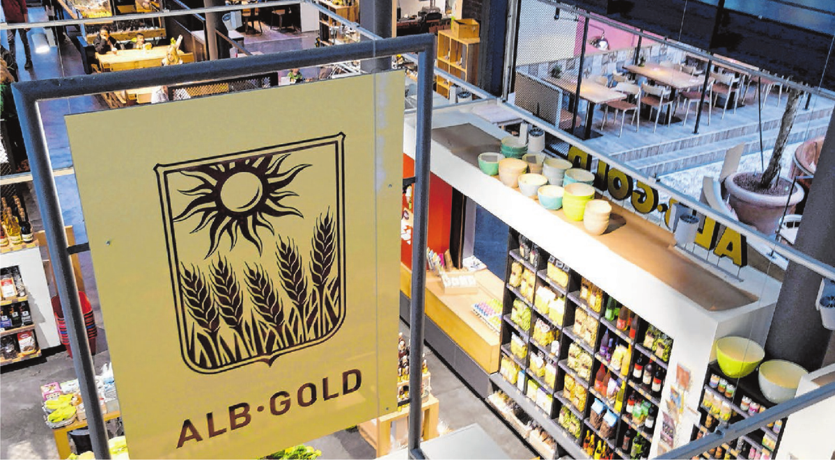 Von Anfang an mit dabei: Der Trochtelfinger Nudelhersteller Alb Gold ist seit 2007 in der Markthalle vertreten. Foto: Ralph Bausinger
