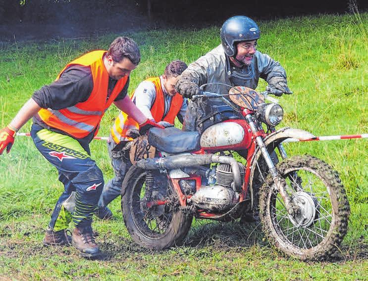 Die steilen Auffahrten im Gelände sind eine Herausforderung für Fahrer und Motorräder FOTO: MSC