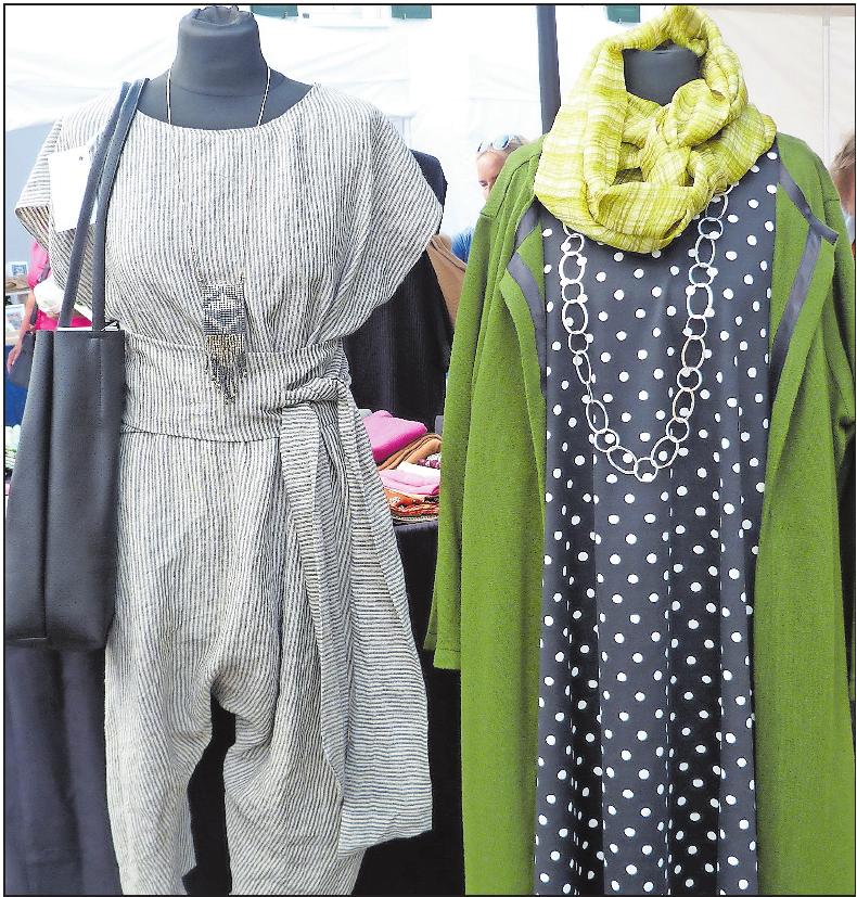 Mode gibt es nicht nur auf dem Kunsthandwerkermarkt selbst, wie hier abgebildet, sondern auch bei den Einzelhändlern in der Innenstadt.FOTO: STADTVERWALTUNG/FREI