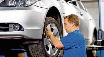 Vor längeren Strecken empfiehlt sich ein gründlicher Check von Reifen, Batterie, Bremsen und Licht.FOTO: DJD/REIFENDIREKT.DE/H. JACOBY