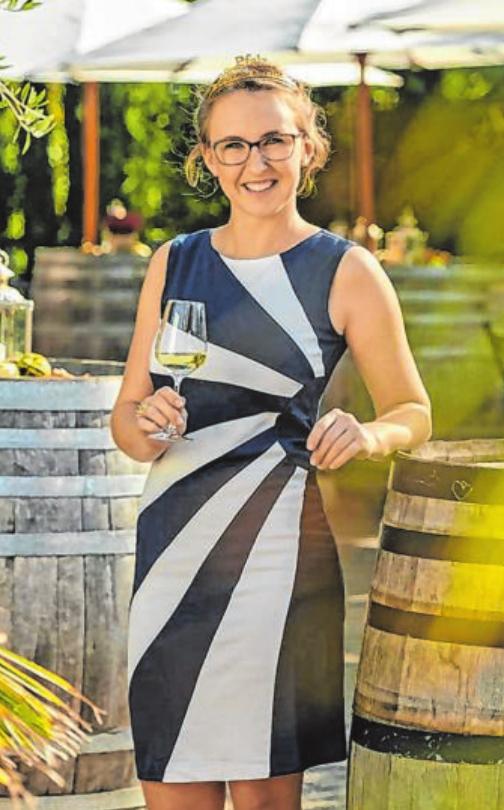 Auch die Gebietsweinkönigin Pfalz Meike Klohr ist in Kreuztal zu Gast.