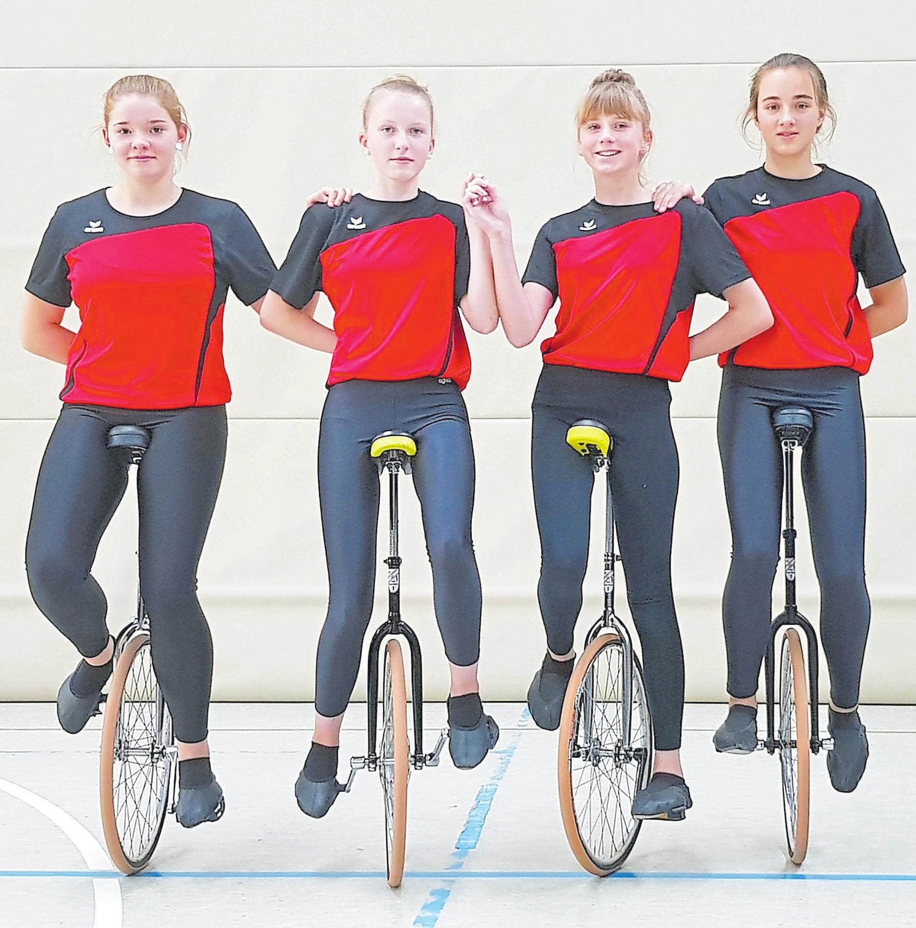 Vierer-Einrad Schülerinnen, 1. Mannschaft: Merle Sommer, Sina Lindemann, Juli Reiffenschneider, Birte Aufderhaar; 3. Platz Deutsche Meisterschaft, 1. Platz NRW-Landesmeisterschaft