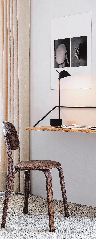 Stahlrahmen an der Wand für eine MDF-Platte: Minimalistisch ist der Rail Desk von Keiji Ashizawa für das dänische Label Menu. Foto: Menu