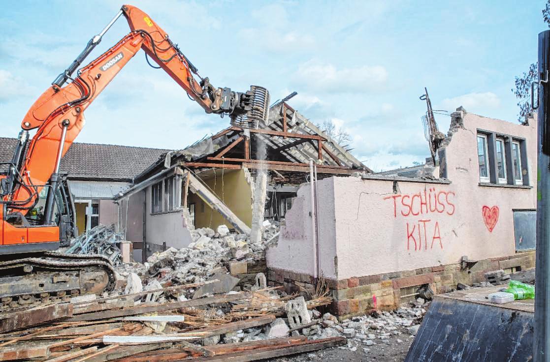 Im Februar wurde die alte Kita Sankt Winfried in der Weststadt abgerissen. An gleicher Stelle entsteht ein moderner Neubau. Bild: Thomas Neu