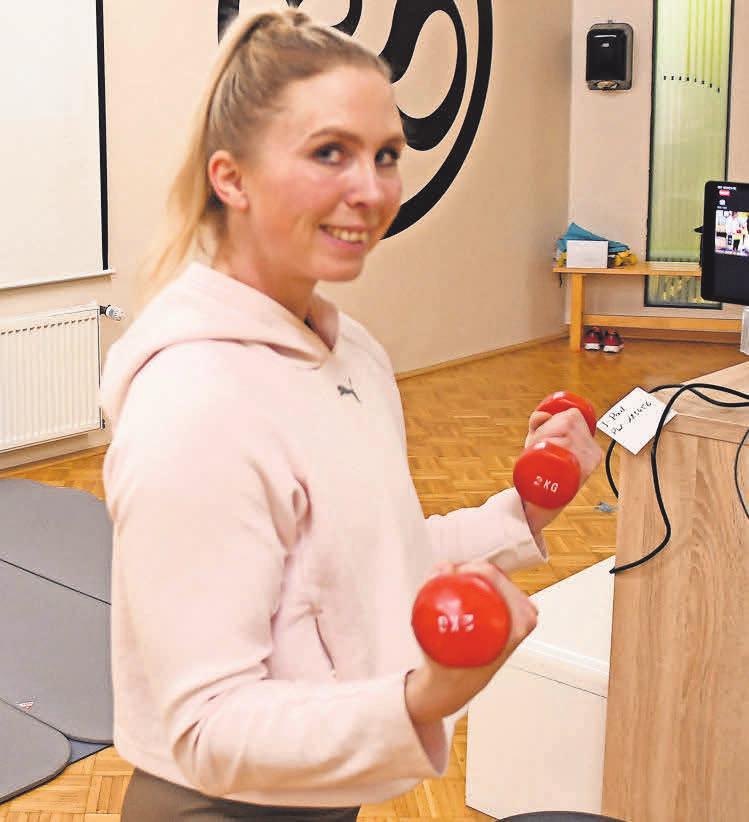 Bei den Videokonferenzen zeigt futureFit-Trainerin Dana Ulbrich alle Übungen vor der Kamera. Die Kursteilnehmer sehen und hören sich in Echtzeit.