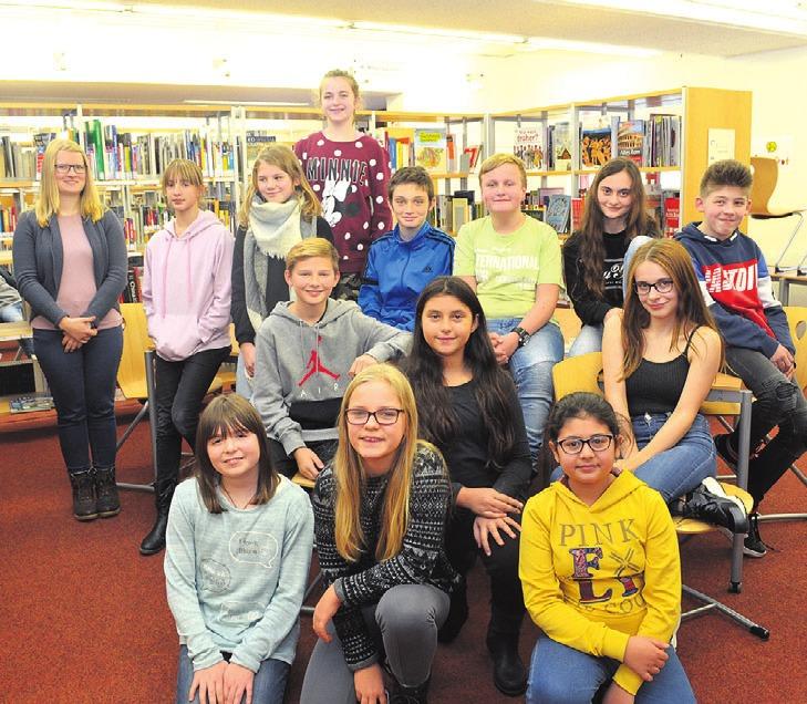Madita Heubach (links) veranstaltete für 14 Schüler der Heinrich- Nordhoff-Gesamtschule einen Schreibworkshop