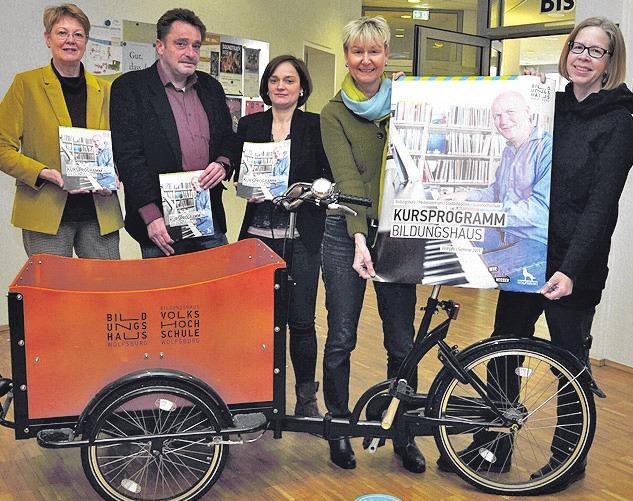Stellten das VHS-Programm vor: Birgit Rabofski, Lars Peters, Susann Köhler, Verena Kirchner und Miriam Heine (von links).