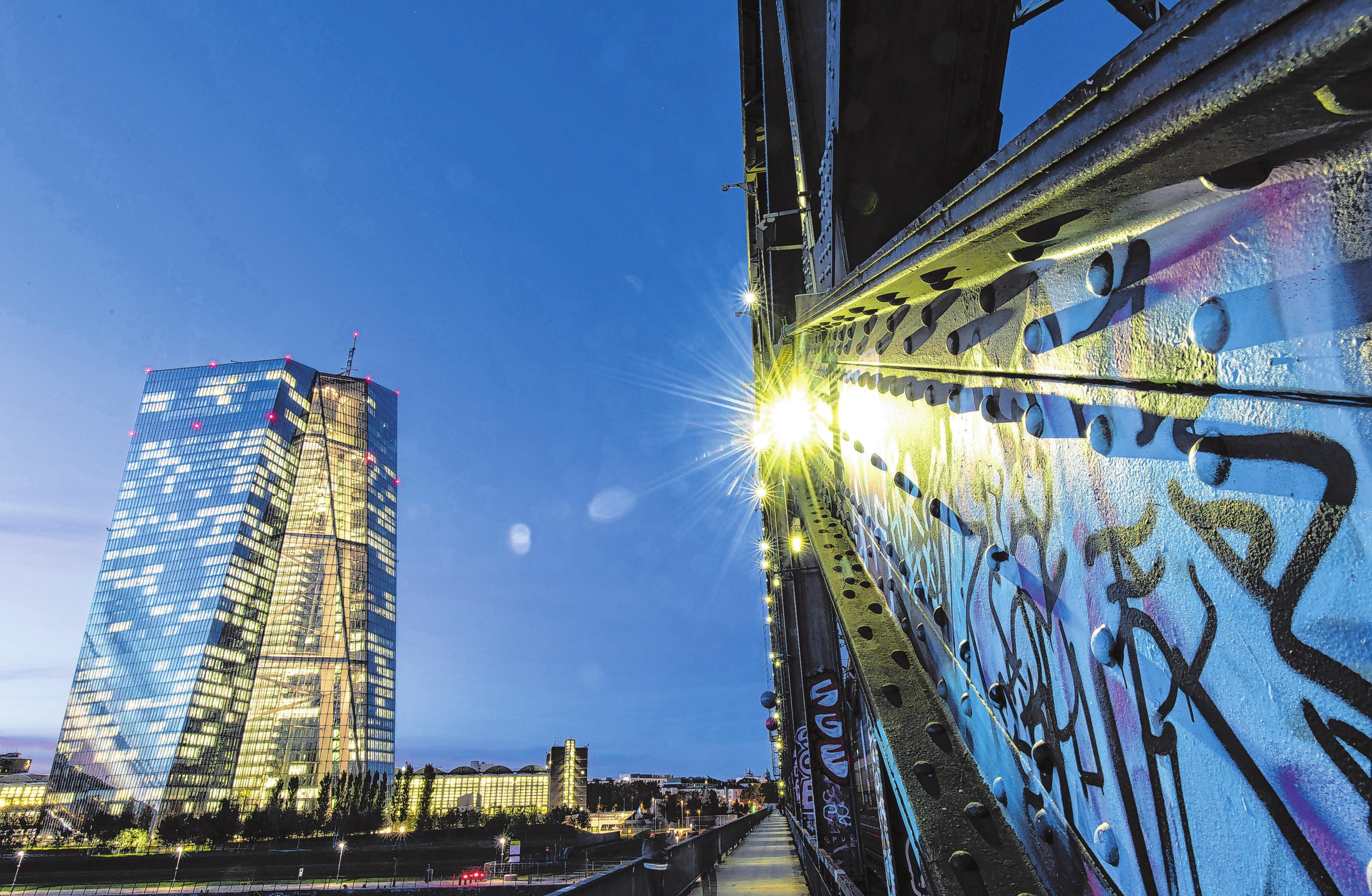 Die Europäische Zentralbank (EZB) wird frühestens Mitte 2020 ihre Geldpolitik ändern - und dann unter Umständen den Leitzins anheben. Foto: Boris Roessler/dpa/dpa-mag