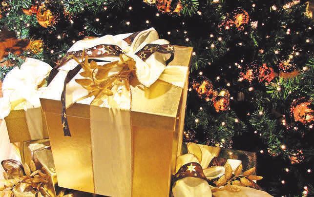 Um liebe Menschen zu Weihnachten beschenken zu können, ist ein komfortabler Kredit aus dem Leihhaus eine gute Option. Foto: Rainer Sturm/Pixelio