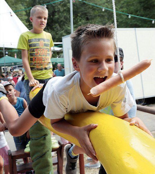 Zum Reinbeißen: das Sulzer Neckar- und Kinderfest. Archivbild: Karl-Heinz Kuball