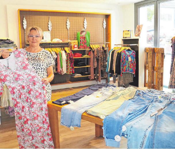 Entspannt den Sommerschlussverkauf genießen können Sie bei Outfit Trend. Foto: Rosa Laner