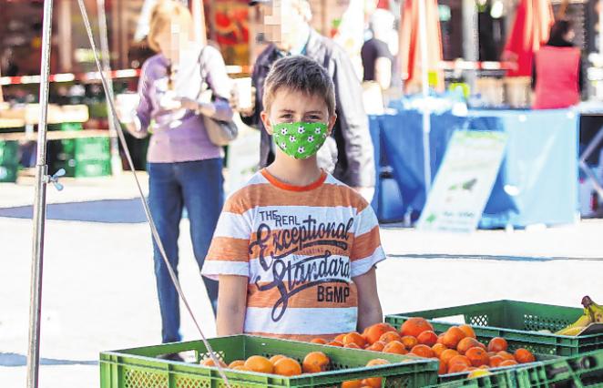 Auch Kinder ab sechs Jahren müssen beim Einkaufen eine Maske tragen. FOTO: HEIKO BECKER