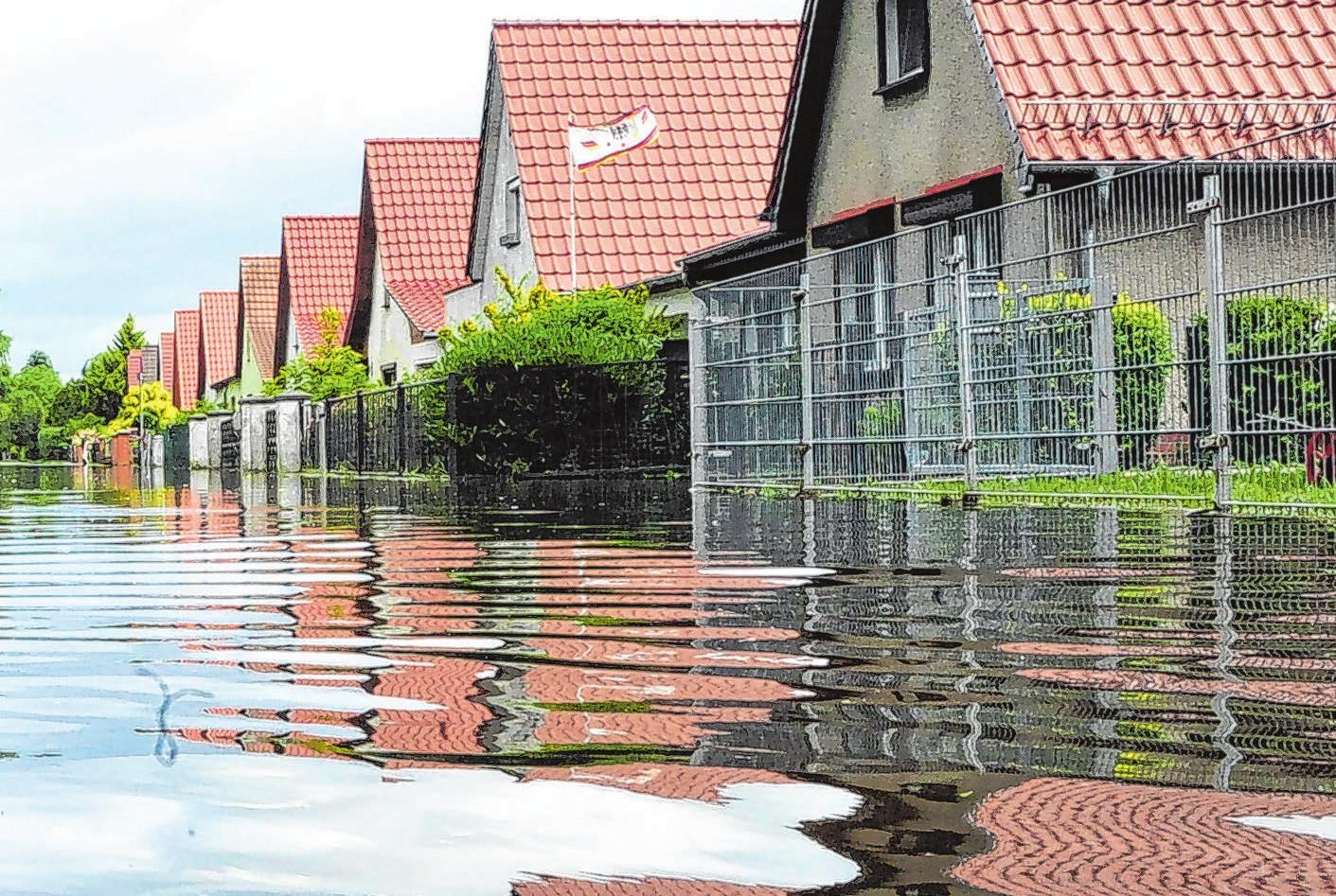 Stark- und Dauerregen, der Straßen und Häuser flutet, ist in Deutschland keine Seltenheit mehr. Foto: Russew/dpa