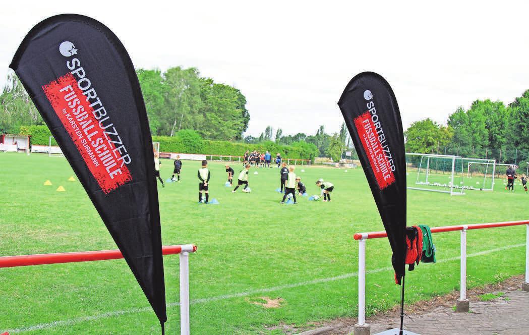 Bei der Sportbuzzer-Fußballschule trainieren die Kinder in Kleingruppen.