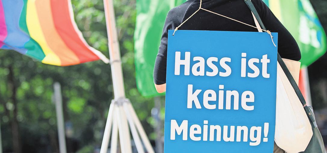 Die Verbreitung von Hass im Netz soll künftig effektiver geahndet werden.FOTO: FRANK RUMPENHORST/DPA