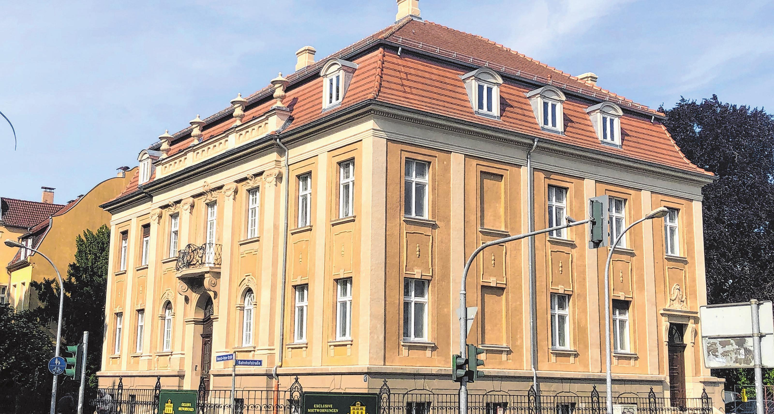 Die 1912 im klassizistischen Stil erbaute Bölke-Villa gehört zu den imposantesten Bauwerken der Stadt Neuruppin. Jetzt wird sie aufwändig auf private Initiative hin in Stand gesetzt. Fotos (2): Steven Wolter