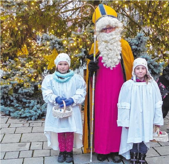 Auch der Nikolaus mit seinen Engeln ist wieder unterwegs.