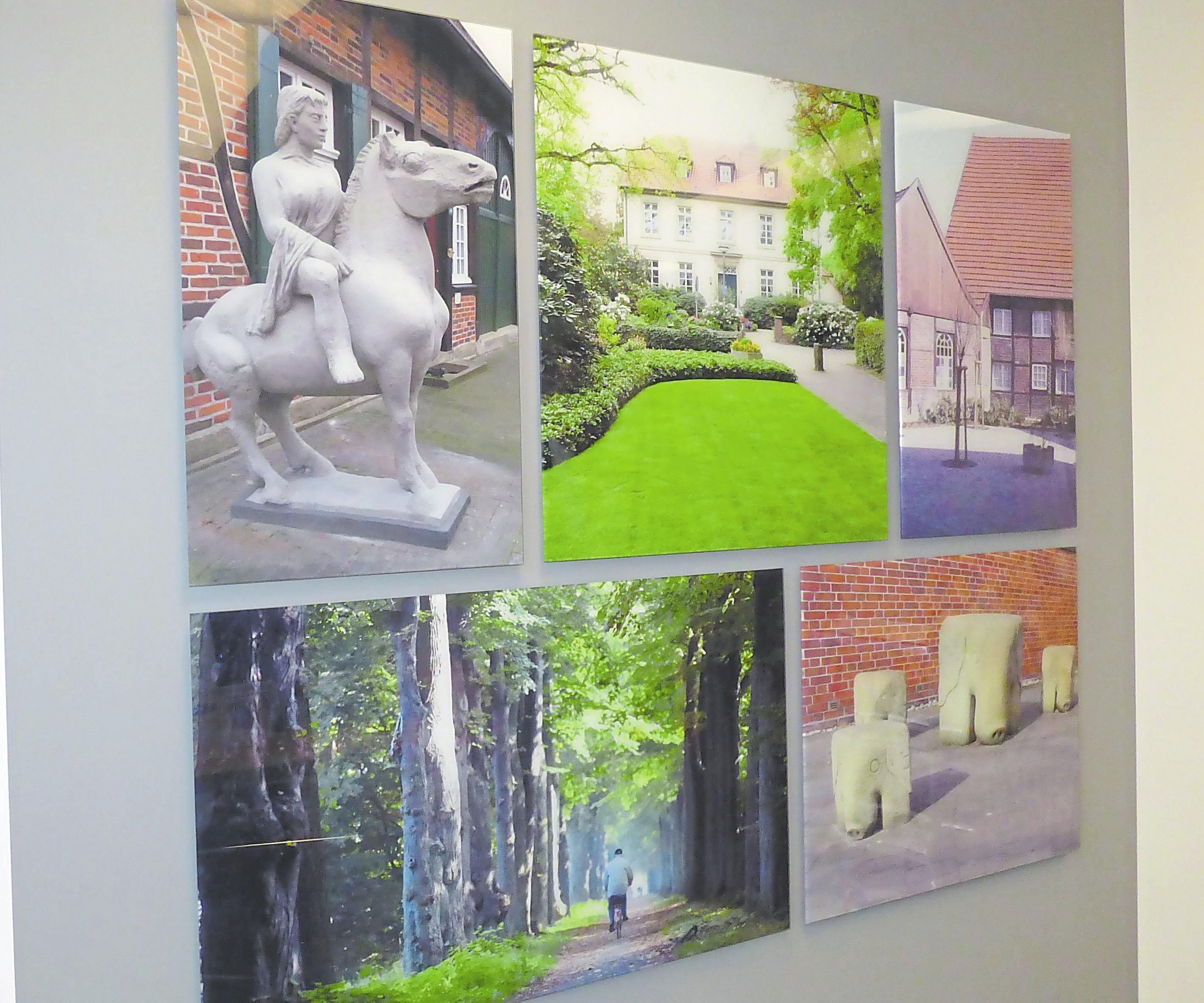 Aufnahmen der Ortsteile zieren die Beratungsräume.