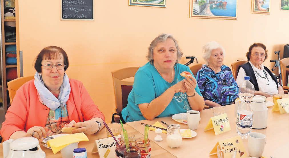Der Tag in der ASB-Tagespflege Egestorf beginnt mit einem gemeinsamen Frühstück.