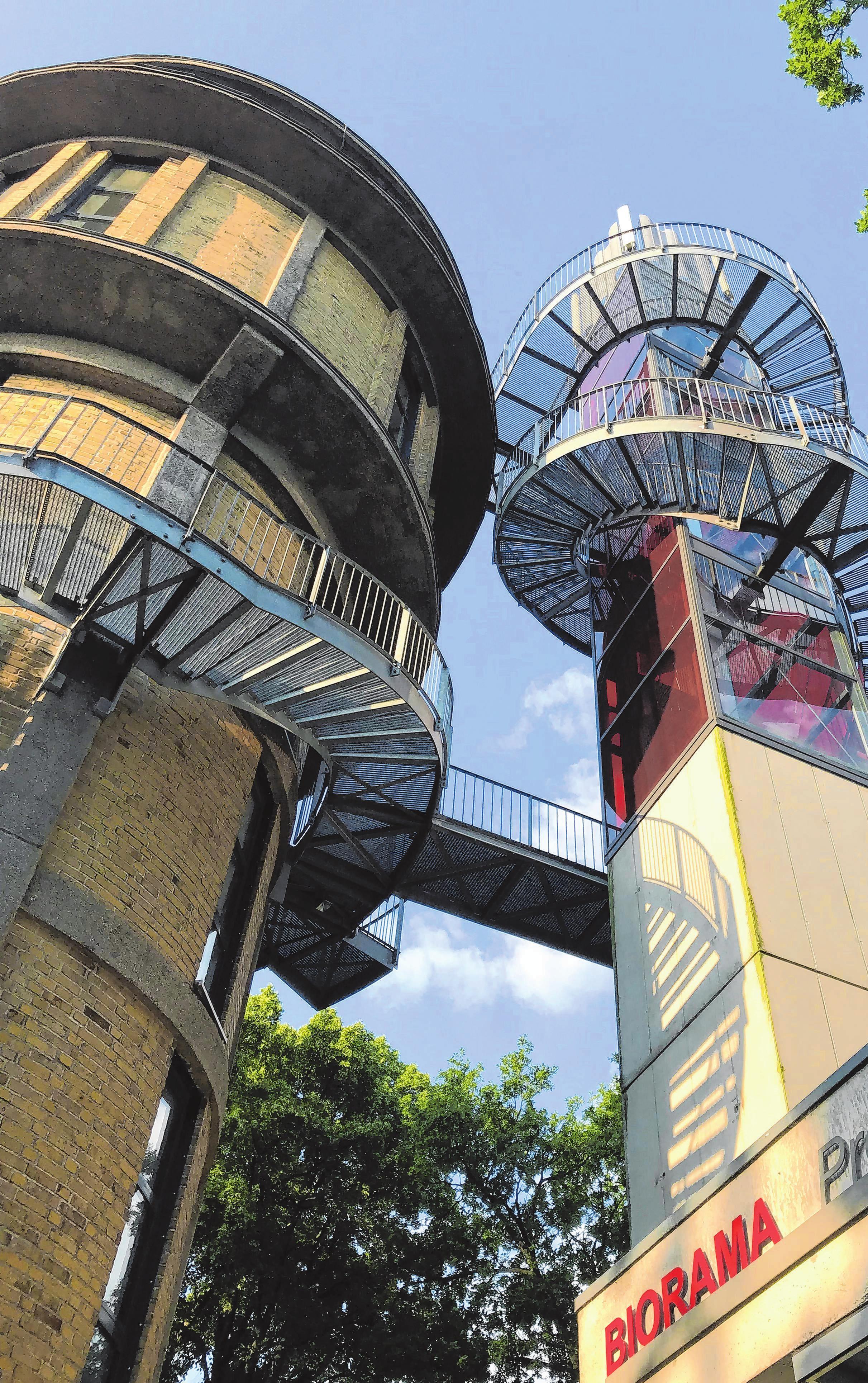 Blick auf den Wasserturm mit Aussichtsplattform