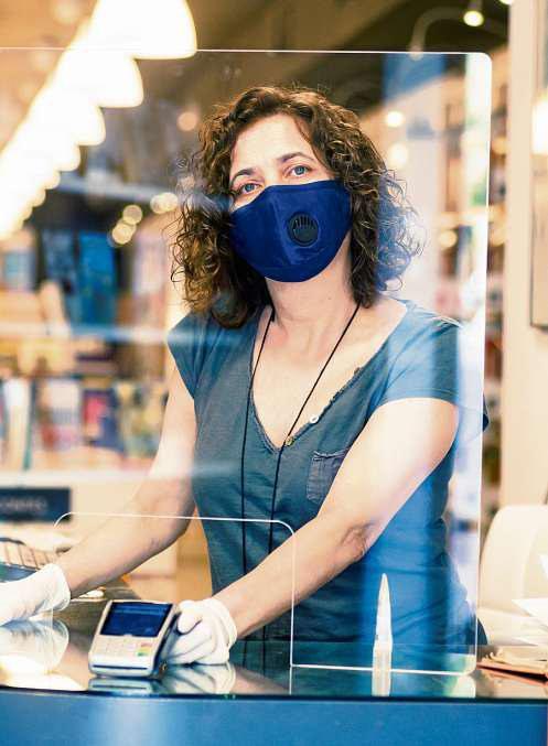 Schutzschilde gehörten zu den gefragten Produkten. Berliner Betriebe produzierten sie selbst. FOTO: MAICA / GETTY IMAGES