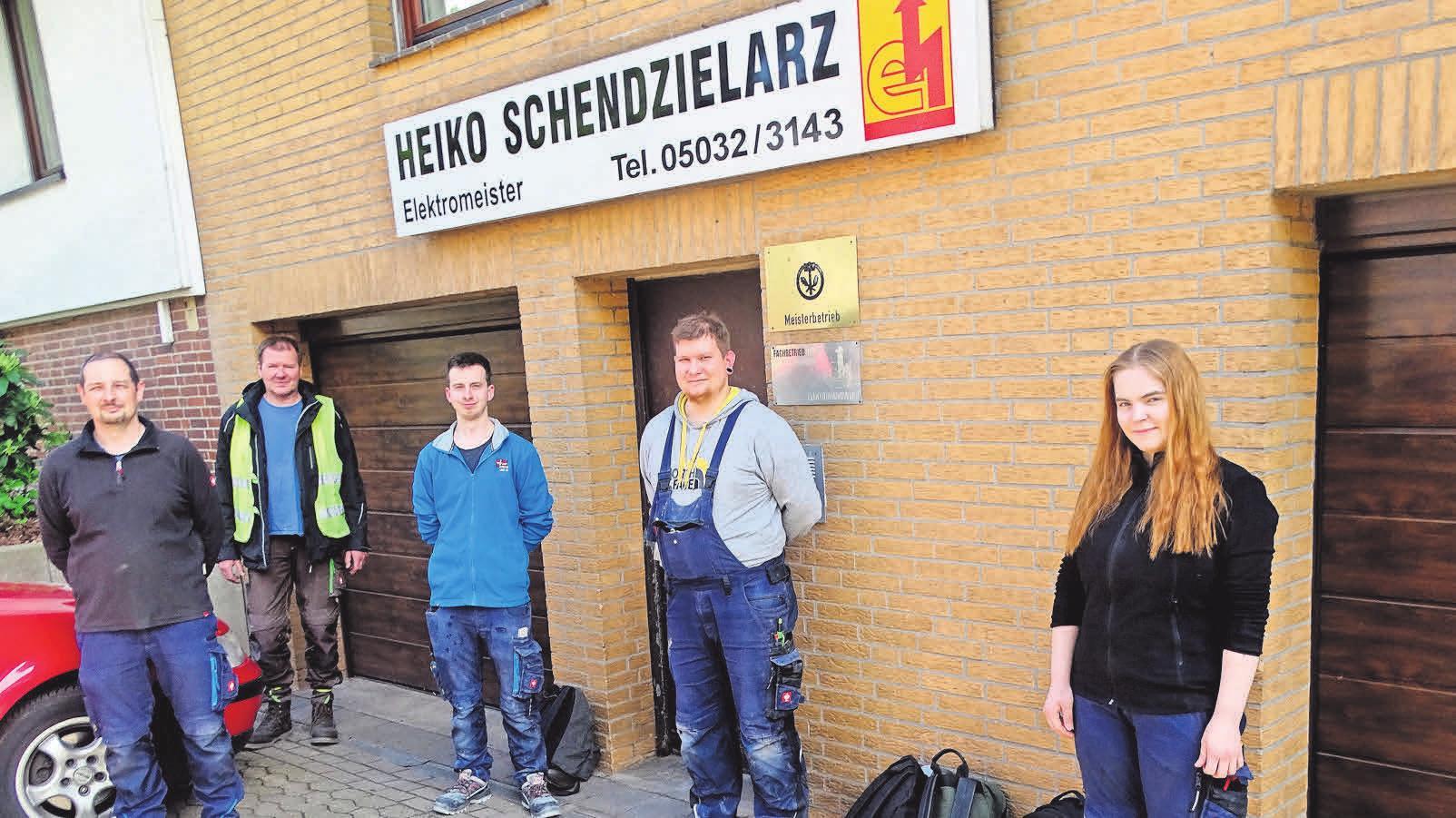 Zum Mitarbeiterteam gehören auch Oliver Hasselbring (von links), Harald Bieschke, Pascal Brandts, Dennis Brieske und Celin Reitmeister.