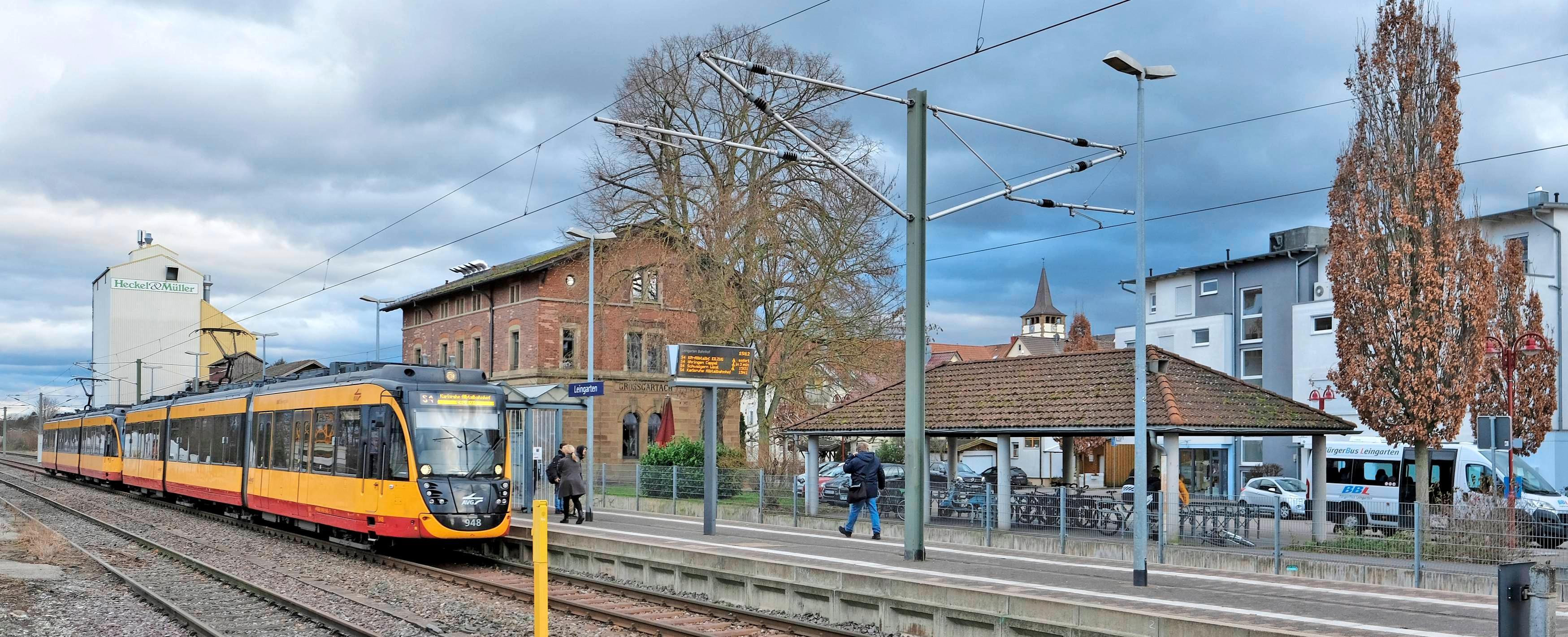 Die Stadtbahn verkehrt zwischen Heilbronn und Karlsruhe. Sie macht Leingarten auch für Pendler zu einer attraktiven Wohngemeinde. Fotos: Dennis Mugler