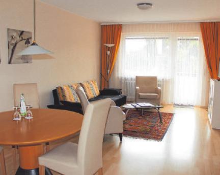 """Die 50m2 große aparte Ferienwohnung """"Jakob am Bach"""" verfügt wie all die anderen Zimmer und Ferienwohnungen auch, über einen Balkon mit herrlichem Ausblick auf See oder Berge."""