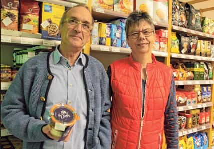 Die Ladenvermieter Peter und Gabi Schmieg freuen sich über den Fortbestand des Dorfladens.