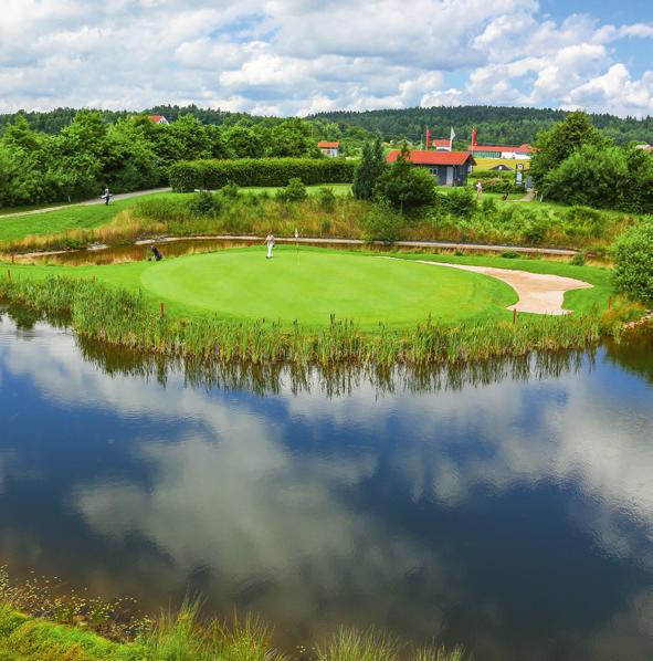 Jura Golf Park mit seinen 45 Golfbahnen Image 7