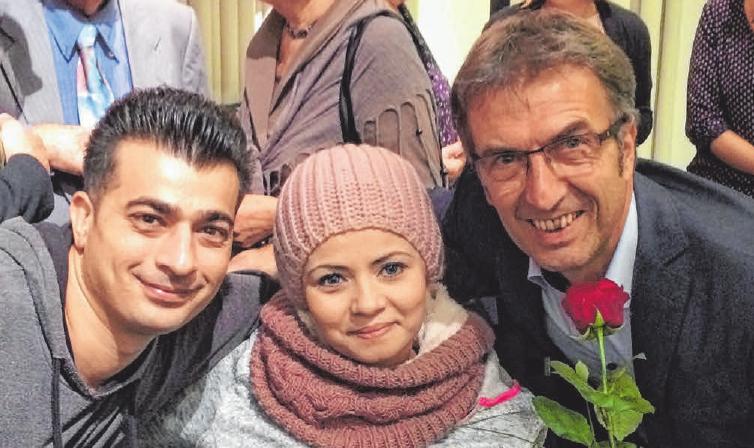 Das Ehepaar Amar aus Syrien mit Berthold Weiß. FOTO: RPS